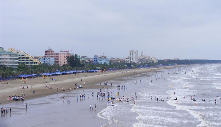 Bãi biển Sầm Sơn một buổi chiều