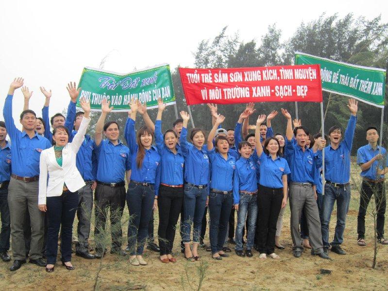 Thanh niên Sầm Sơn – Trồng 500 cây xanh bảo vệ môi trường du lịch