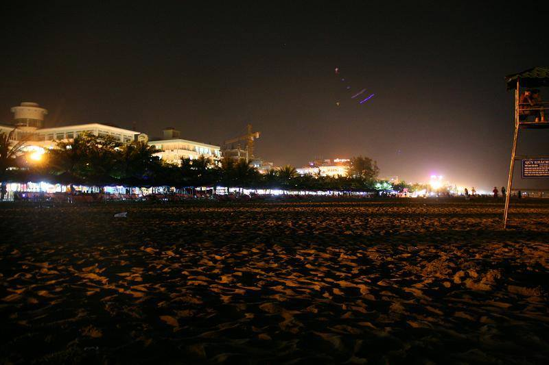 Sầm Sơn về đêm là nơi diễn ra nhiều hoạt động vui chơi thú vị