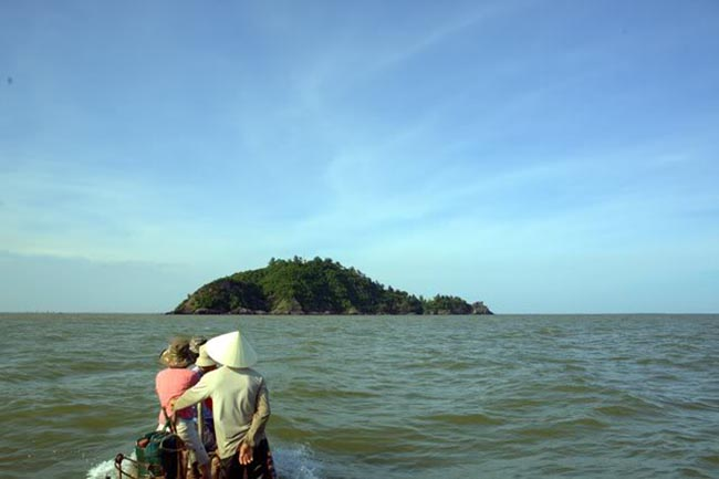 Cảnh đẹp bao la của biển Hải Tiến khi ngồi trên thuyền