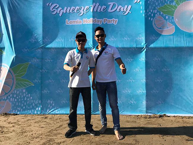 Hướng dẫn viên của Khát Vọng Việt tại Hải Tiến