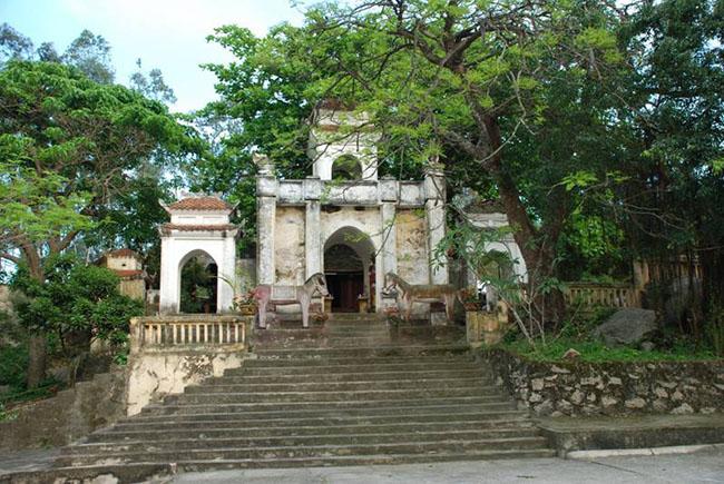 Đền thờ Tô Hiến Thành, làng cổ Hoàng Bột.